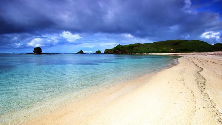 巴厘岛库塔海滩冲浪