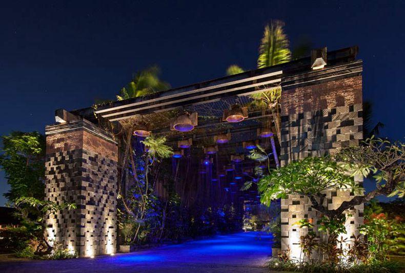 关于酒店 巴厘岛瑞吉度假酒店——探索宽敞的热带花园和 123 间雅致